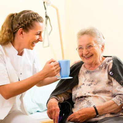 Aide à domicile : accompagner les personnes âgées ou dépendantes